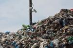 Hałda śmieci na granicy Ostródy