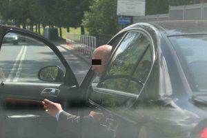 Ostróda: służbowa skoda starostwa ostródzkiego blokująca skrzyżowanie,  Kierowca Włodzimierz B., zatrzymał się w miejscu niedozwolonym przy znalu P4?